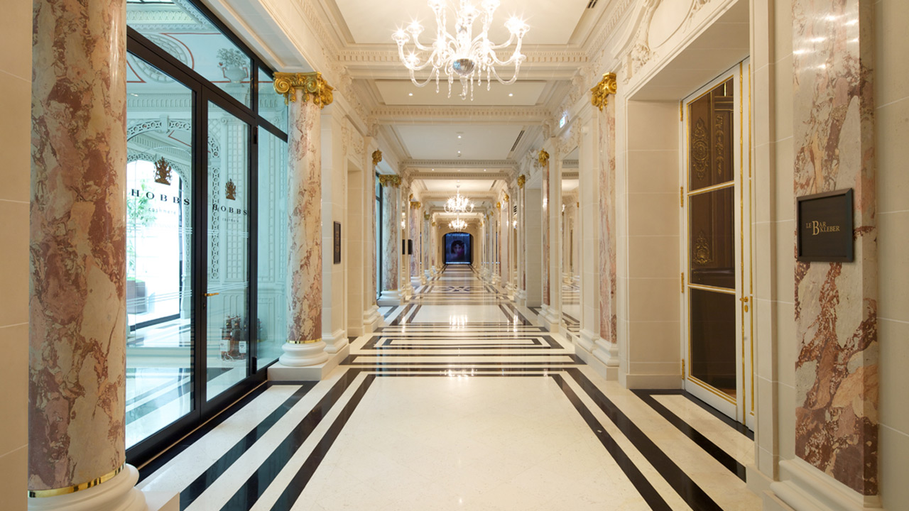 The peninsula hotel affine design architecture for Les plus beaux escaliers interieur