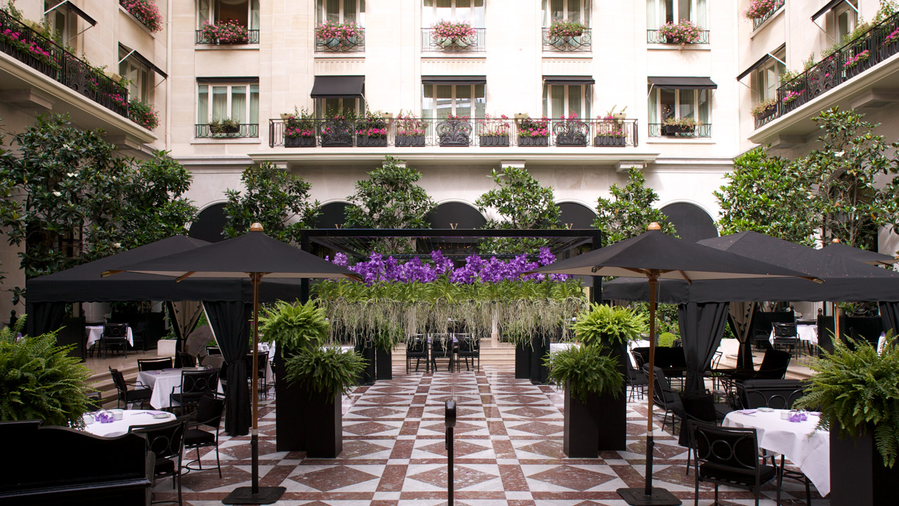 H tel george v architecture de palace affine design for Hotel george v jardins